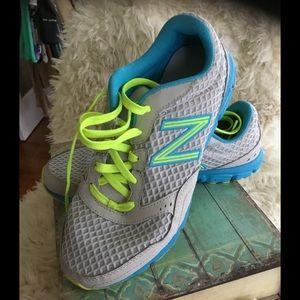 ~NEW BALANCE ~ Woman's 630V2 RUNNING Athletic shoe